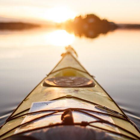 Quels équipements faut-il pour pouvoir aller faire du kayak ?