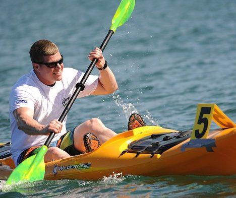 Le kayak gonflable, idéal pour le stockage.